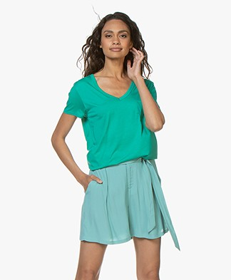 Repeat Lyocell V-hals T-shirt - Emerald