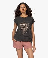 MKT Studio Telyo Oil Dyed Print T-shirt - Zwart