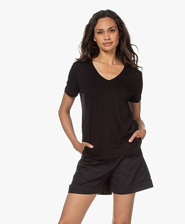 Majestic Filatures Viscose Soft Touch V-hals T-shirt - Zwart