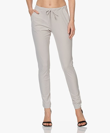 Woman by Earn Fae Summer Tech Jersey Broek - Zand