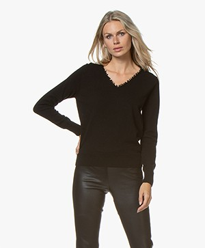 no man's land V-neck Sweater with Fringes - Black
