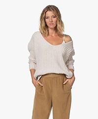 Resort Finest Chunky Cashmere Blend V-neck Sweater - Warm Sand