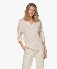 Josephine & Co Lena Linnen Splithals T-shirt - Zand