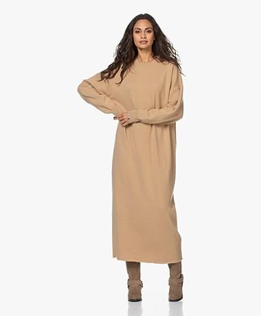 extreme cashmere N°106 Weird Gebreide Maxi Jurk - Camel