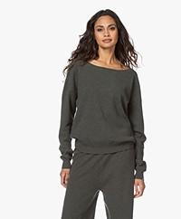 extreme cashmere N°39 Should Cashmere Boothals Trui - Kaki