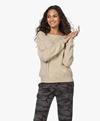 extreme cashmere N°39 Should Cashmere Boothals Trui - Latte