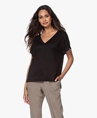 Drykorn Svana Lyocell-cupro V-hals T-shirt - Zwart