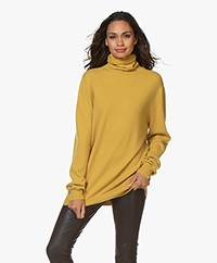 extreme cashmere N°57 Be All Turtleneck Cashmere Sweater - Mustard Yellow