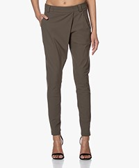 Woman by Earn Earn Taps Toelopende Tech Jersey Broek - Army