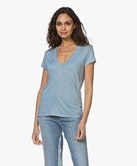 IRO Rodeo Linnen V-hals T-shirt - Summer Blue