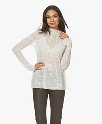 By Malene Birger Mauria Delicaat Gebreide Blouse - Soft White