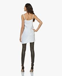 BRAEZ Asymmetrische Lange Viscose-Satijn Top - Wit