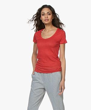 Majestic Filatures Linnen U-hals T-shirt - Rouge