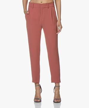 Drykorn Find Taps Toelopende Twill Pantalon - Terracotta Roze