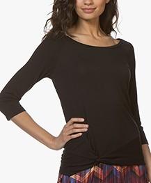 no man's land T-shirt met Knoopdetail - Zwart