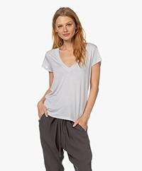 IRO Hemera Lyocell V-neck T-shirt - Pearl Grey