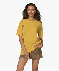 extreme cashmere N°64 Lang Gebreid Cashmere T-shirt - Mosterdgeel