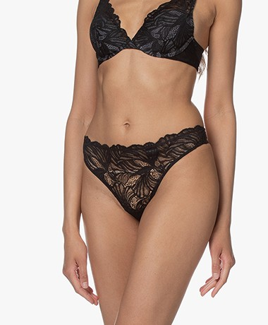 Calvin Klein Perfectly Fit Lace Thong - Black