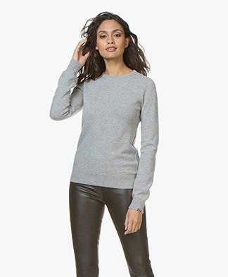 extreme cashmere N°41 Body Basic Cashmere Sweater - Grey