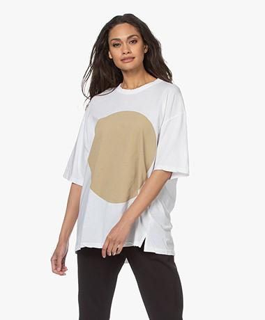 bassike Oversized Dot Print T-shirt - Wit/Camel Dot