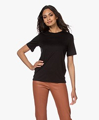 By Malene Birger Amatta Lyocell T-shirt - Zwart