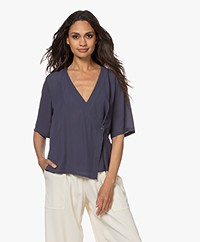 Filippa K Regan Overslagblouse met Korte Mouwen - Ink Blue