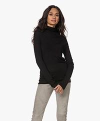 Joseph Fine Knitted Merino Wool Turtleneck Sweater - Black