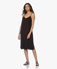no man's land Gelaagde Crush Midi Slip Dress - Zwart