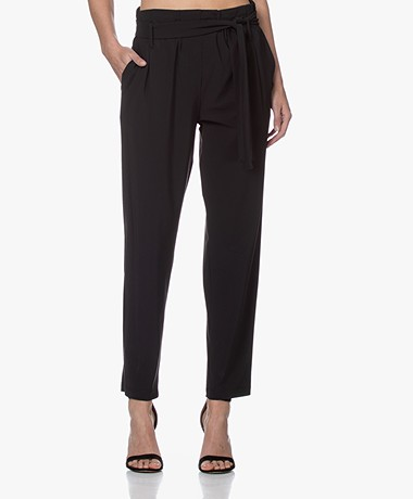 Woman by Earn Maddy Tech Jersey Paperbag Pantalon - Zwart