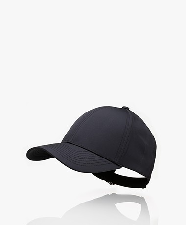 Varsity Headwear Sports Series Tech Pet - Zwart