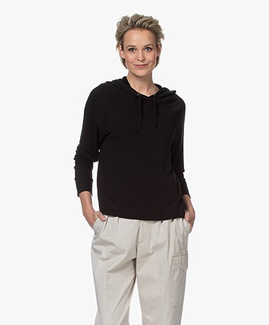 Majestic Filatures Viscose Sweater met Capuchon - Zwart