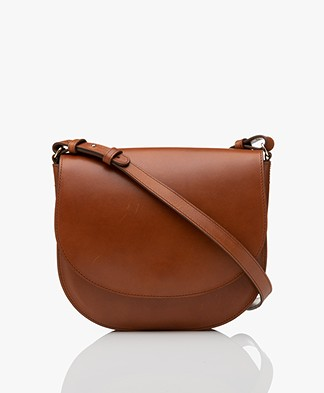 Closed Ally Leather Saddle Bag - Tobacco
