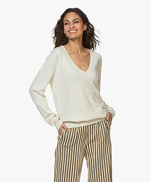 extreme cashmere N°89 Be Nice V-neck Sweater - Cream