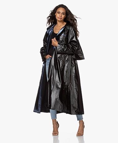 Mes Demoiselles Churchill Shiny Tech Trenchcoat - Zwart/Blauw