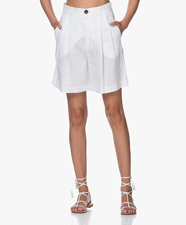 Resort Finest Gina Linen Pleated Shorts - White