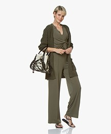 By Malene Birger Ciia Crêpe T-shirt met Plooi - Olive Night