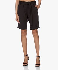 Woman by Earn Mabel Crêpe Jersey Bermuda Short - Zwart