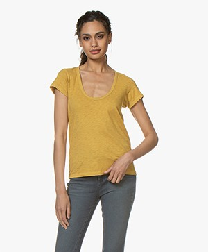 Rag & Bone Pima Katoenen U-hals T-shirt - Dark Mustard