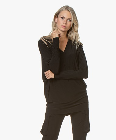 Norma Kamali V-neck Dolman Sleeve T-shirt- Black