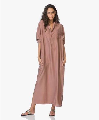 extreme cashmere N°68 Lord Maxi Shirt Dress in Habotai Silk - Clay