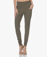 Woman by Earn Erin Tech Jersey Broek - Army