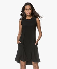 Norma Kamali Sleeveless Swing Travel Jersey Jurk - Zwart