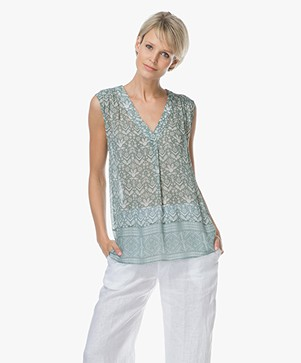 Repeat Mouwloze Print Top in Viscose - Ethno Groen