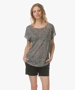 Repeat Print T-shirt in Linnen - Lichtgrijs/Zwart