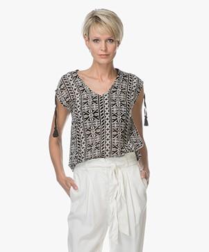 Indi & Cold Geborduurd T-shirt - Carbon