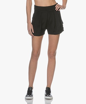 Matin Studio Pleated Shorts - Black