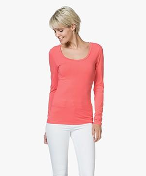 Drykorn T-shirt Selima met Ronde Hals - Koraalrood