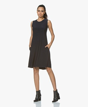 Norma Kamali Sleeveless Swing Travel Jersey Jurk - Donkerblauw