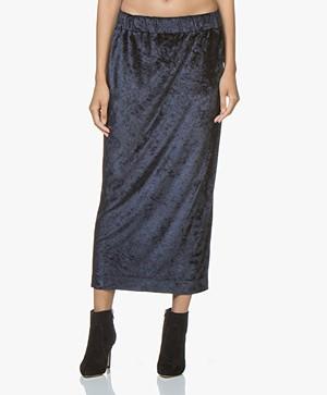 BRAEZ Skulie Velvet Midi Skirt - Navy
