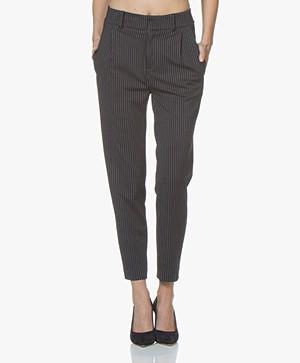 Drykorn Find Taps Toelopende Jersey Pantalon - Donkerblauw Krijtstreep